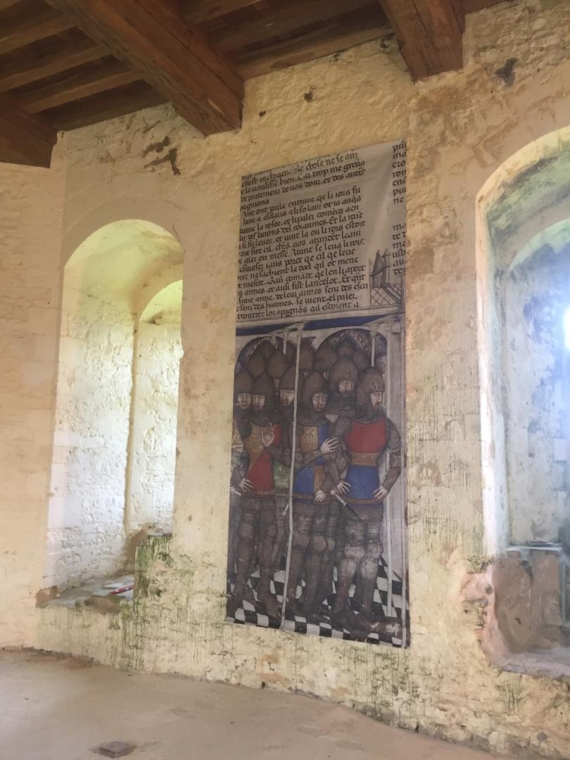 Exposition sur les murs du donjon